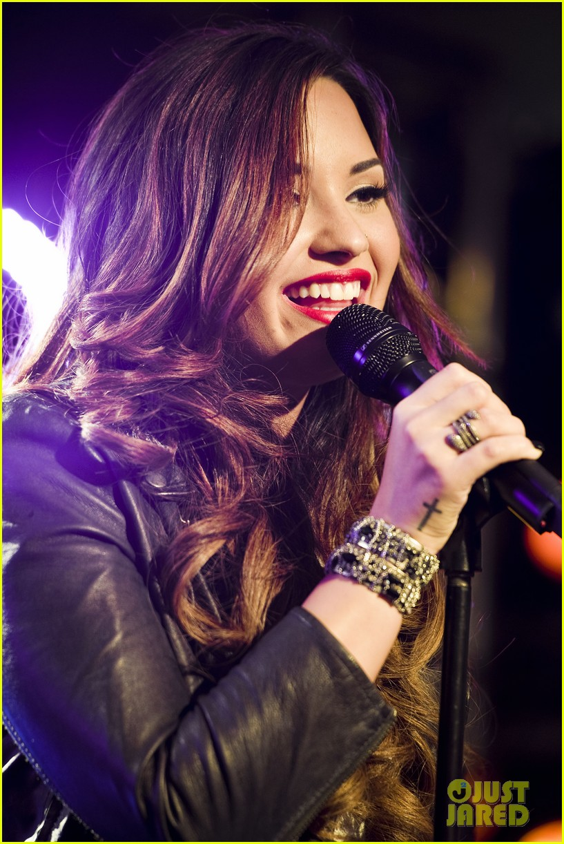 demi lovato jingle ball announcement 27