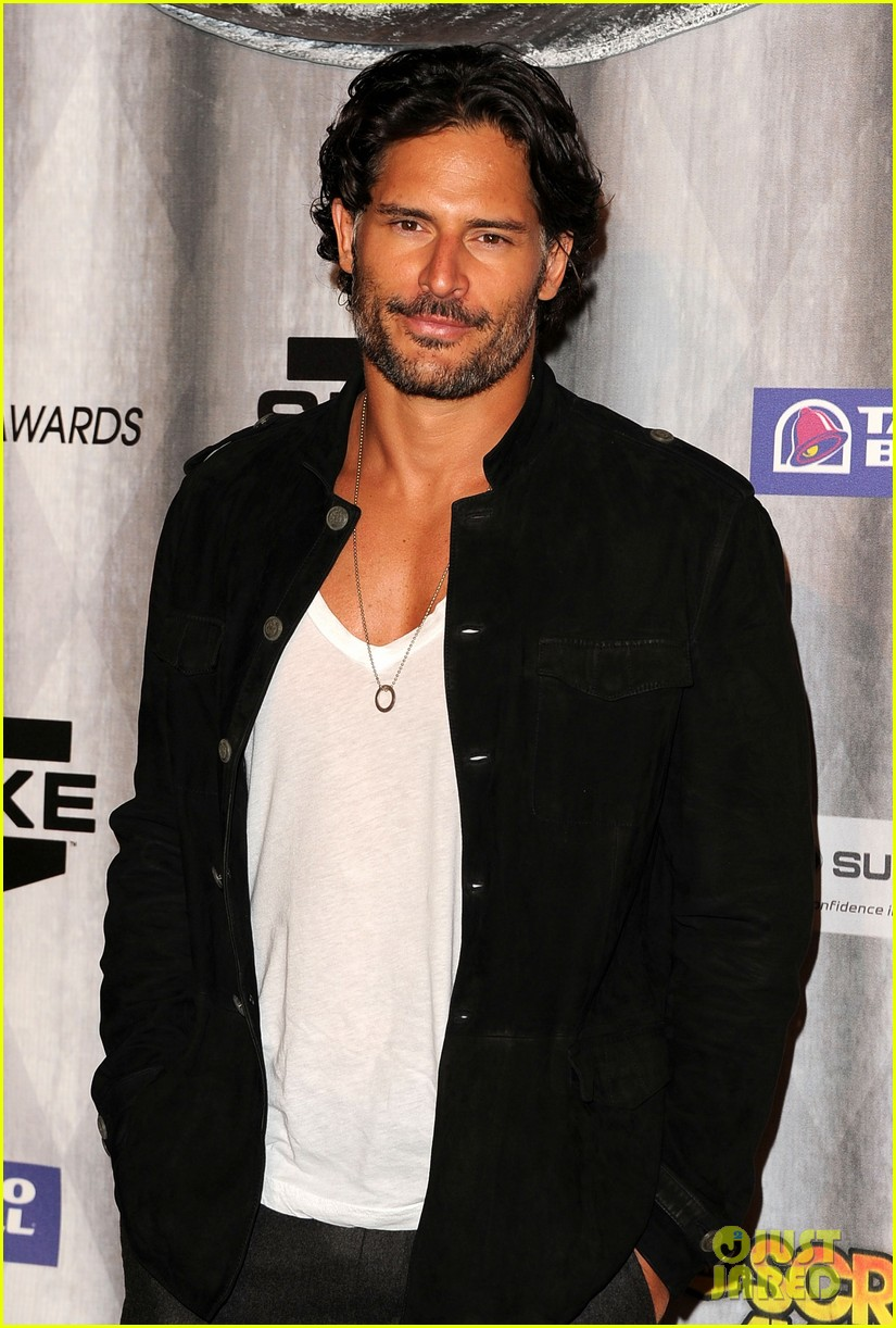 joe manganiello scream awards with pee wee herman 102590377