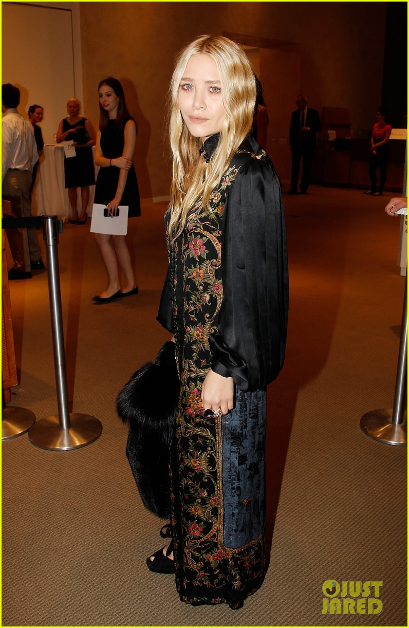 mary kate olsen nyaa 20th annual take home a nude benefit 02