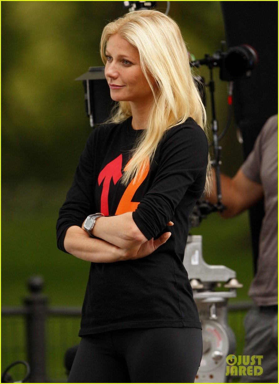 gwyneth paltrow thanks for sharing set with mark ruffalo 02