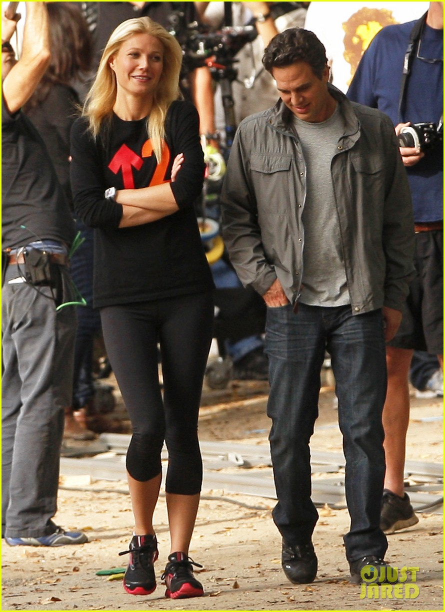 gwyneth paltrow thanks for sharing set with mark ruffalo 052589018