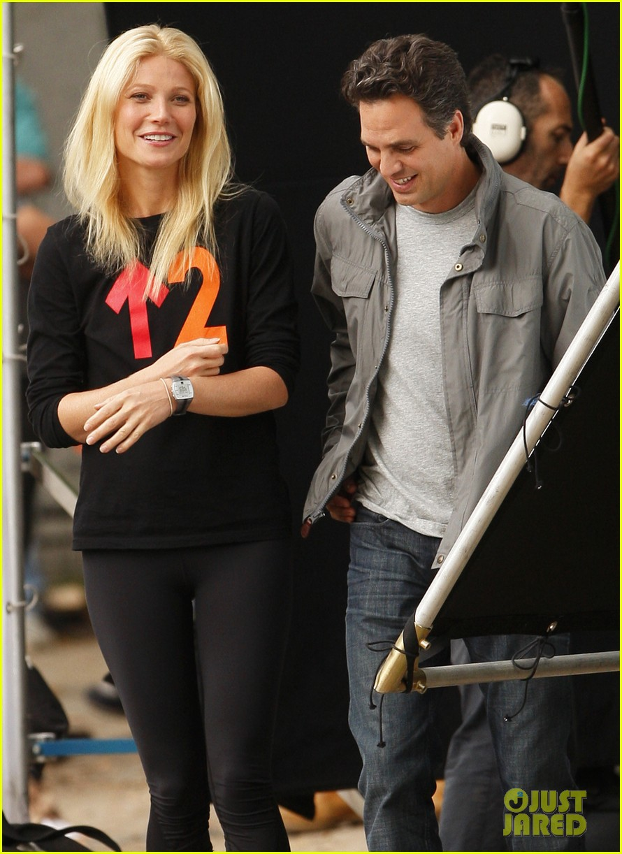 gwyneth paltrow thanks for sharing set with mark ruffalo 192589032