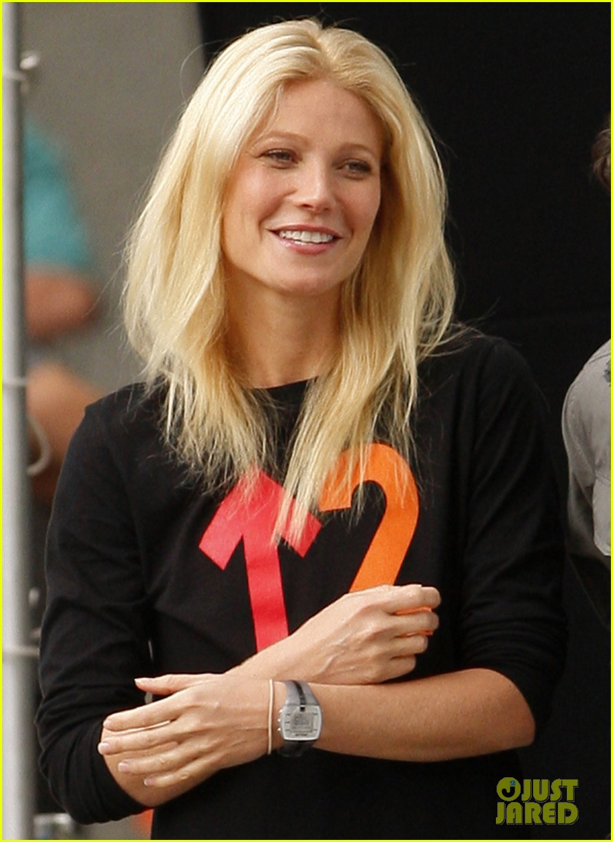 gwyneth paltrow thanks for sharing set with mark ruffalo 202589033