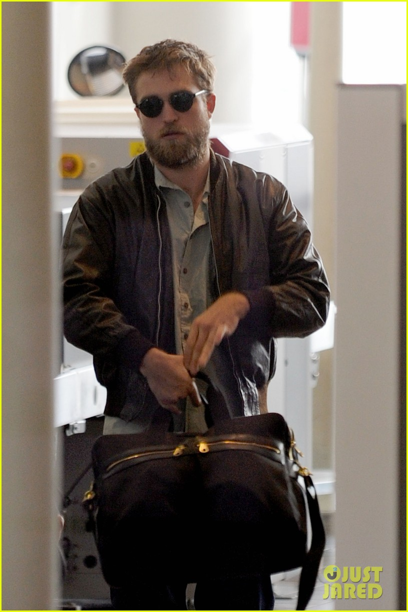 robert pattinson beard airport 03