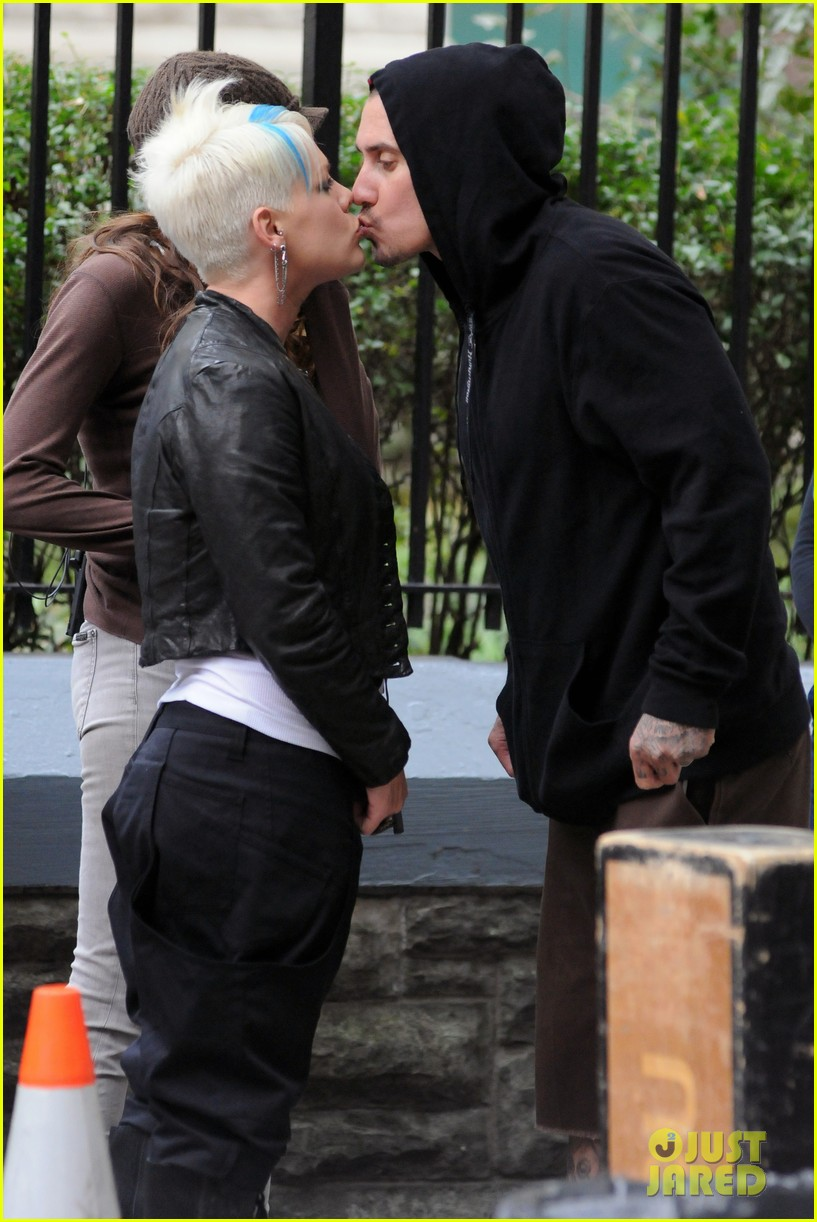 pink carey hart kiss thanks for sharing 04