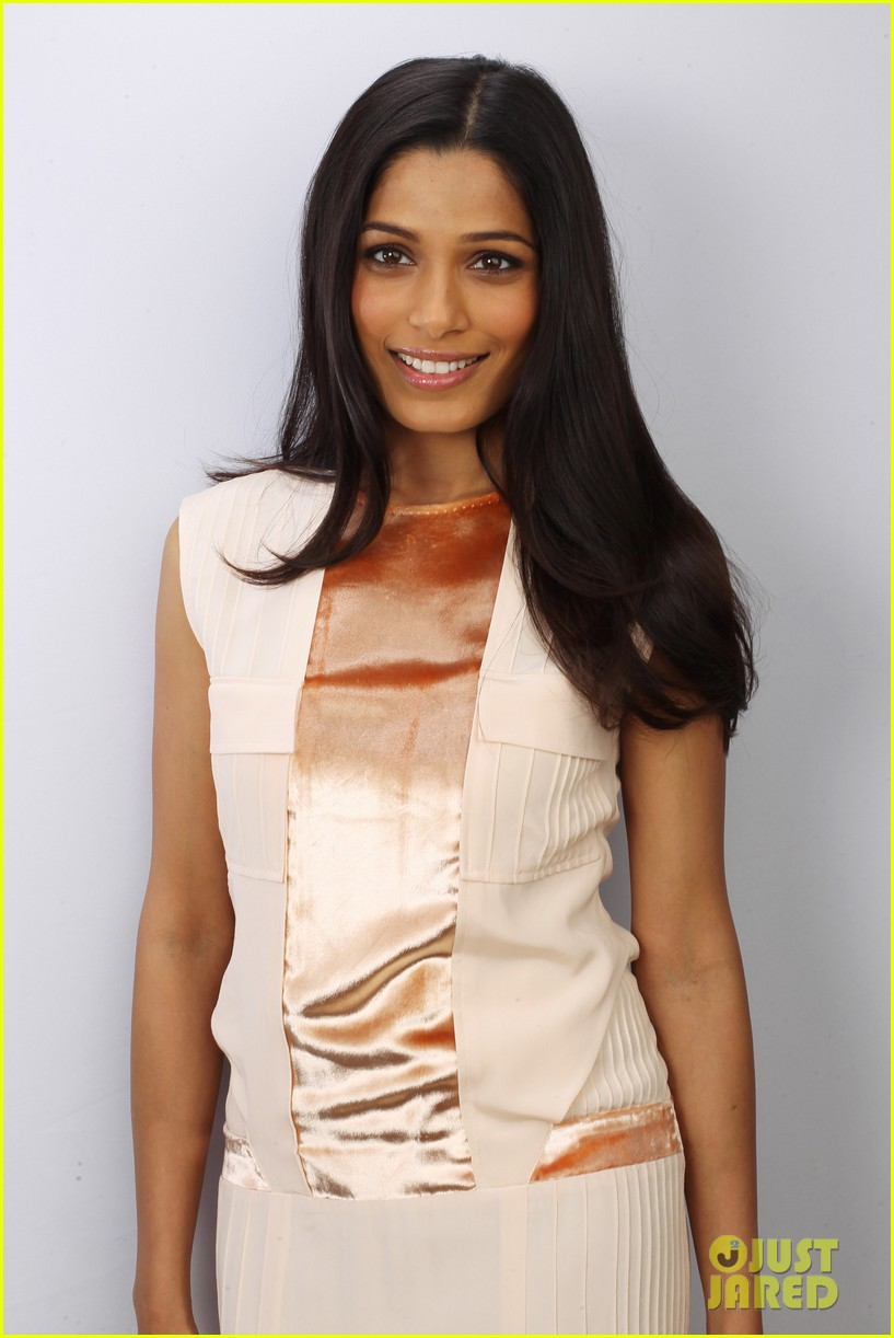 freida pinto trishna photo call 022592381