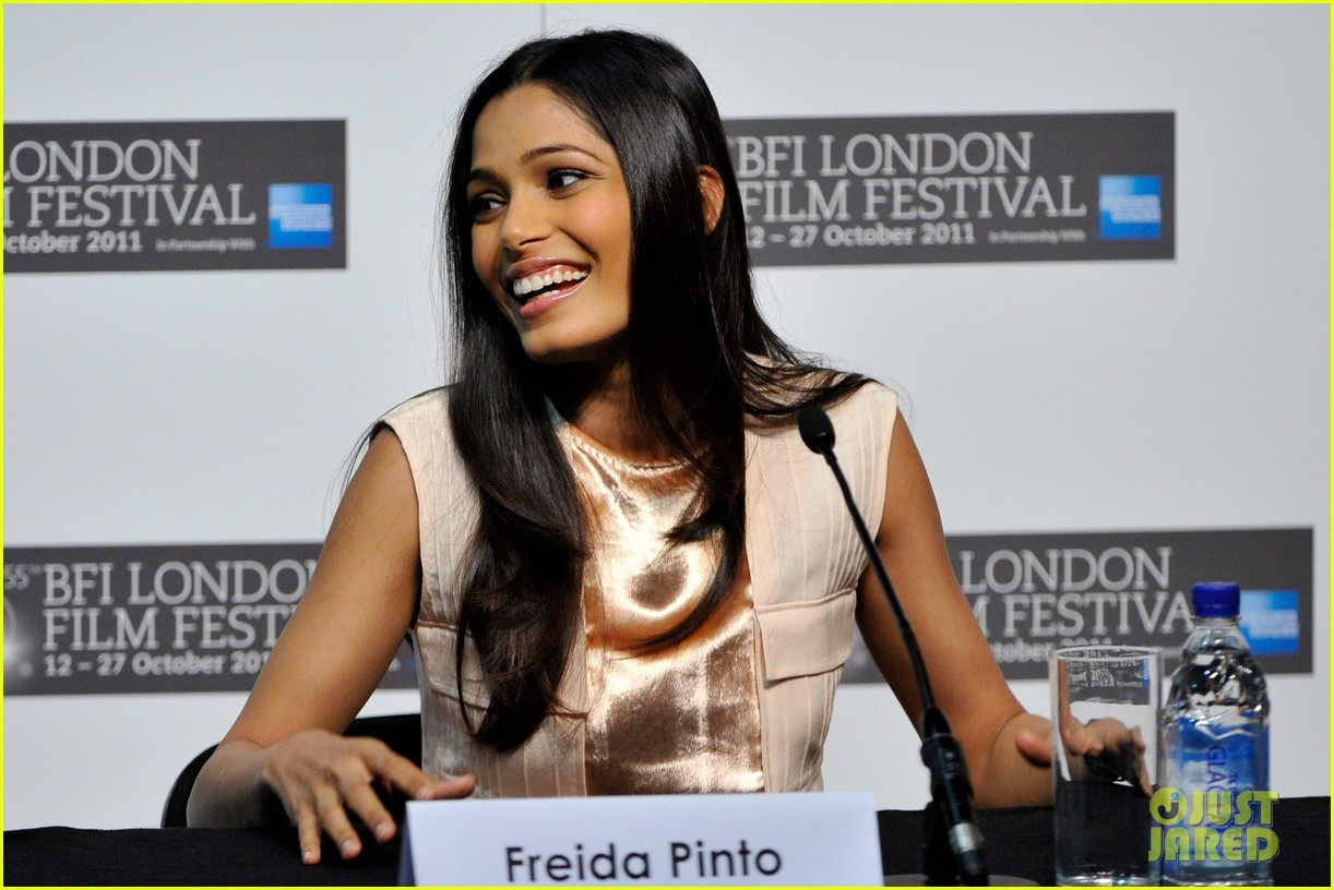 freida pinto trishna photo call 042592383