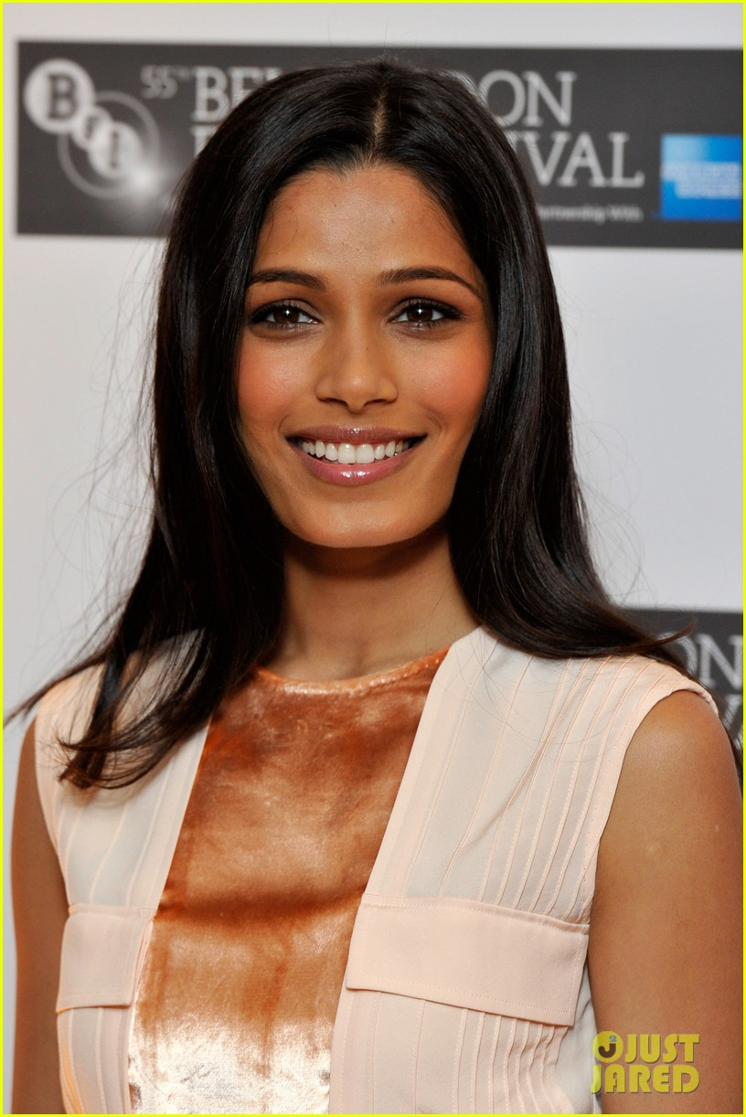 freida pinto trishna photo call 072592386