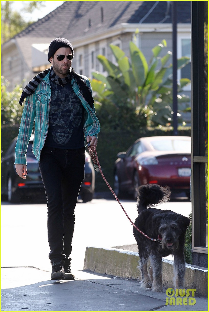 zachary quinto walks dog 23