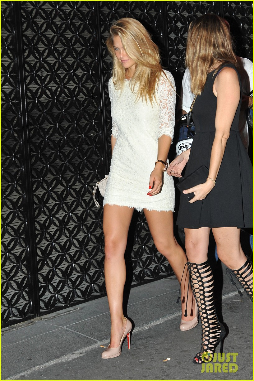 bar refaeli rasputin nightclub with lindsay lohan 01