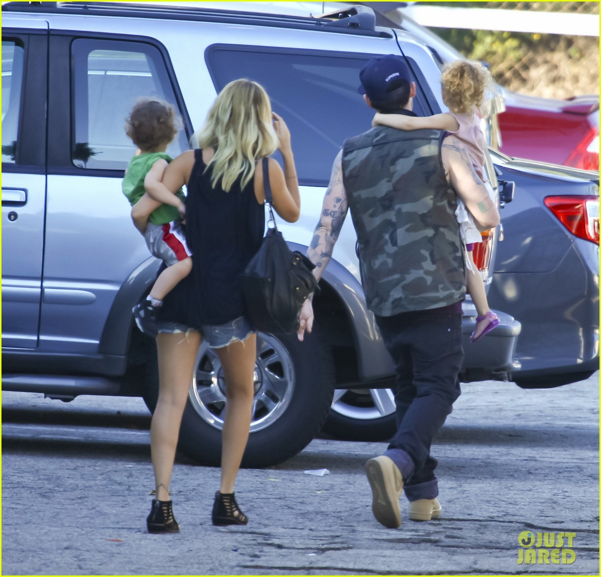 nicole richie joel madden pumpkin patch with the kids 01