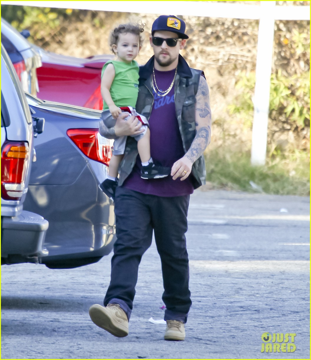 nicole richie joel madden pumpkin patch with the kids 122593057