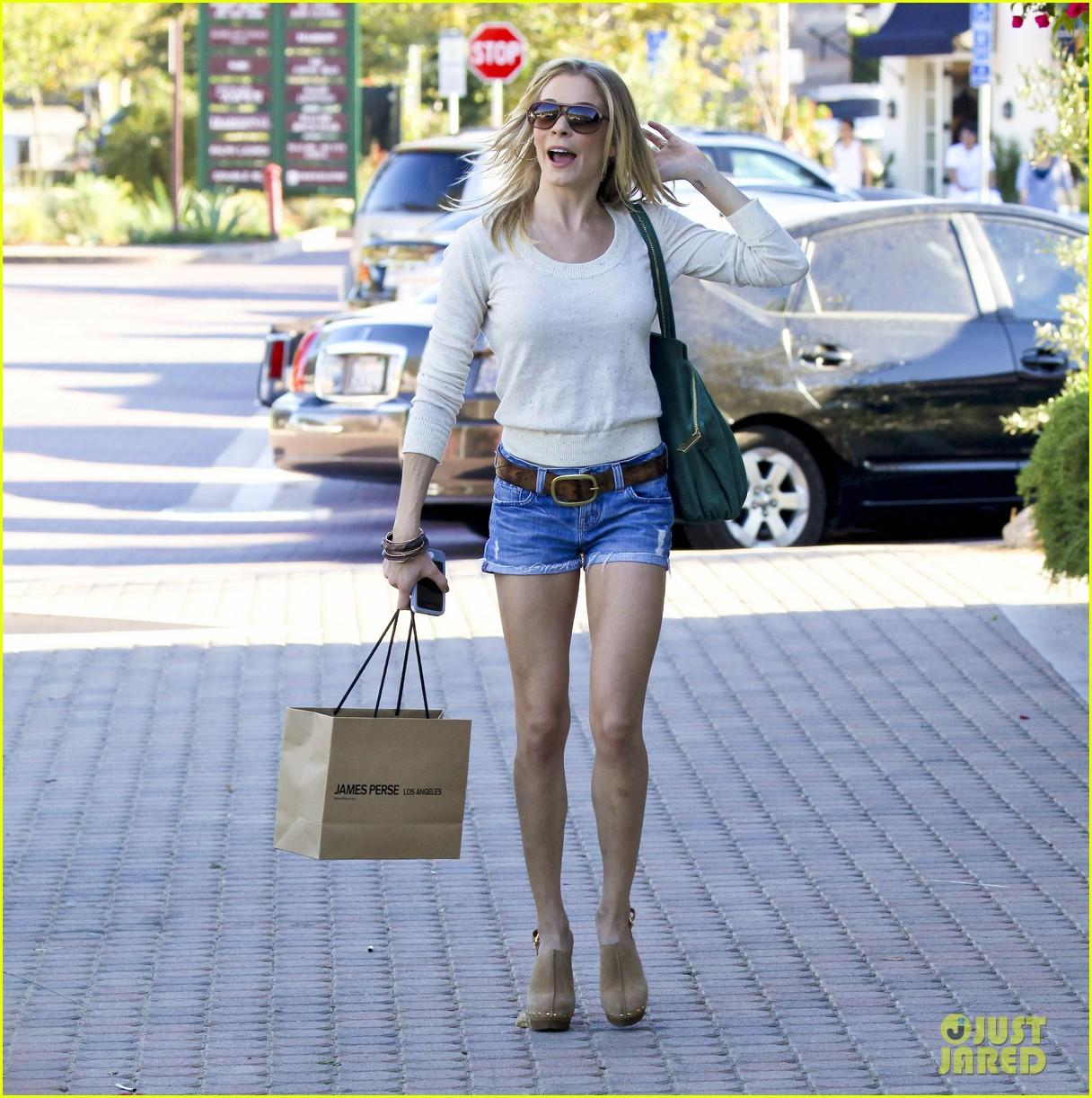 leann rimes shopping shorts 012586127