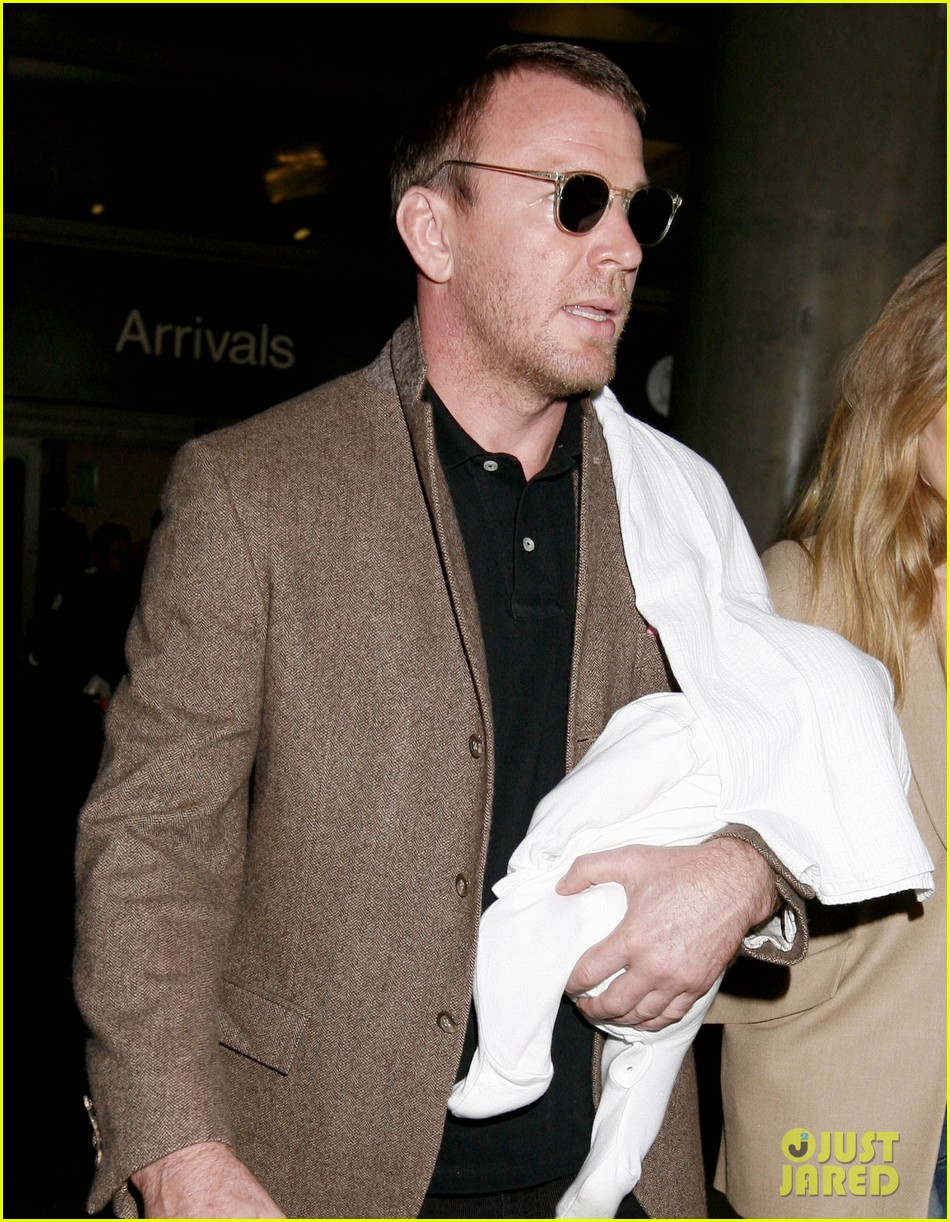 guy ritchie carries son 022586777