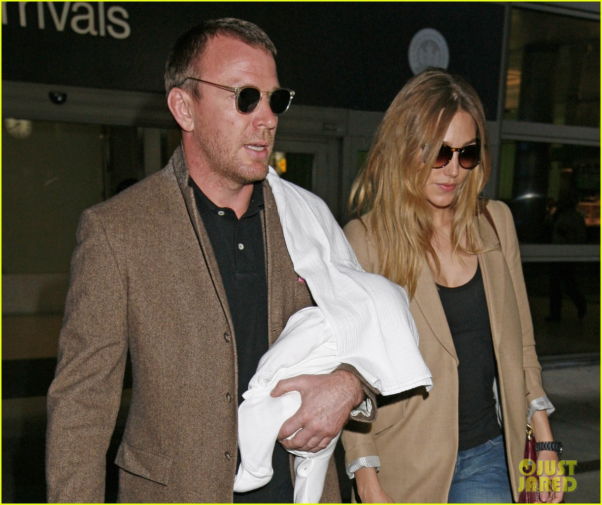 guy ritchie carries son 032586778