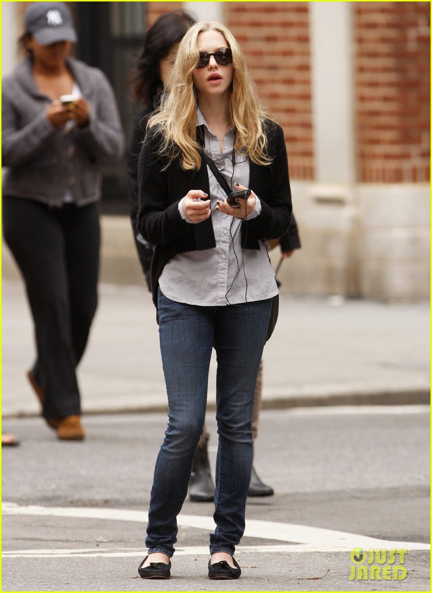 amanda seyfried nyc stroll 032590031
