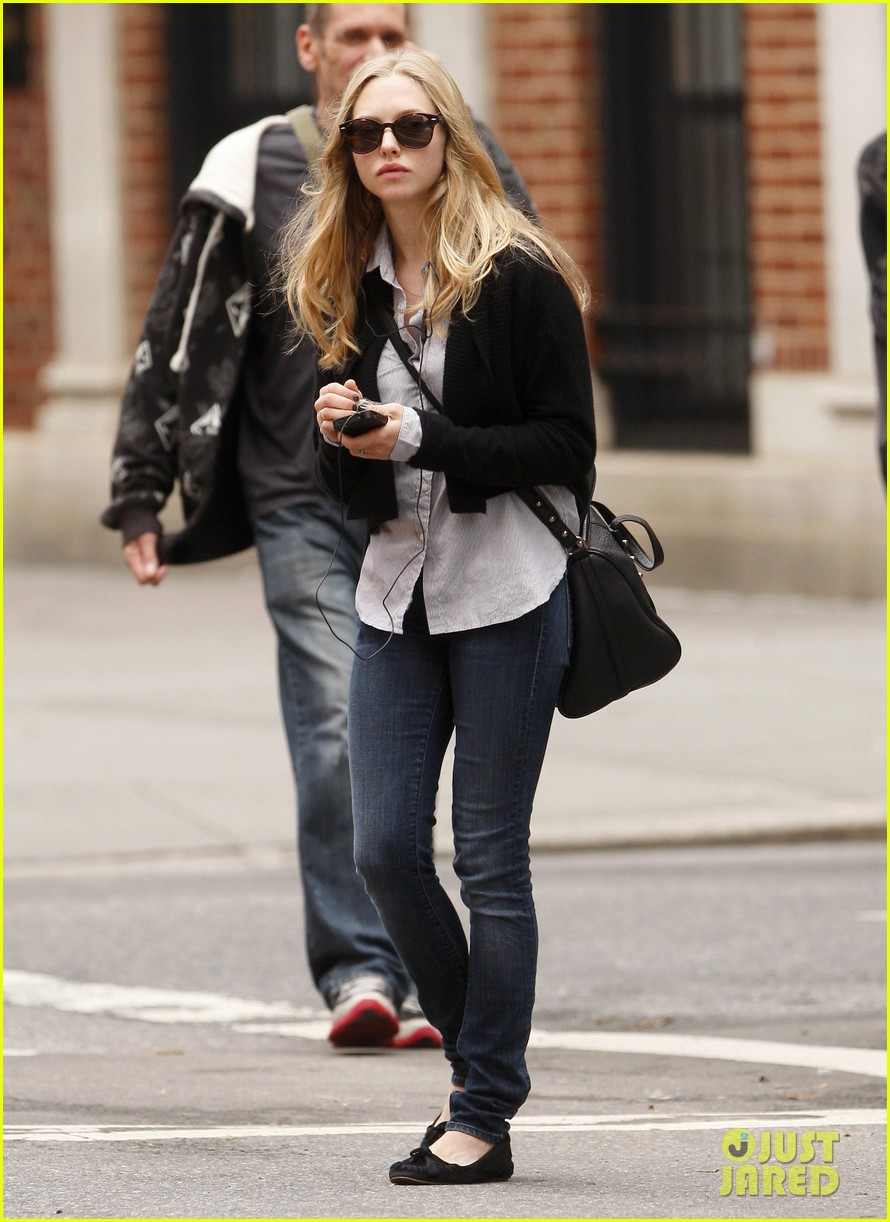 amanda seyfried nyc stroll 072590035