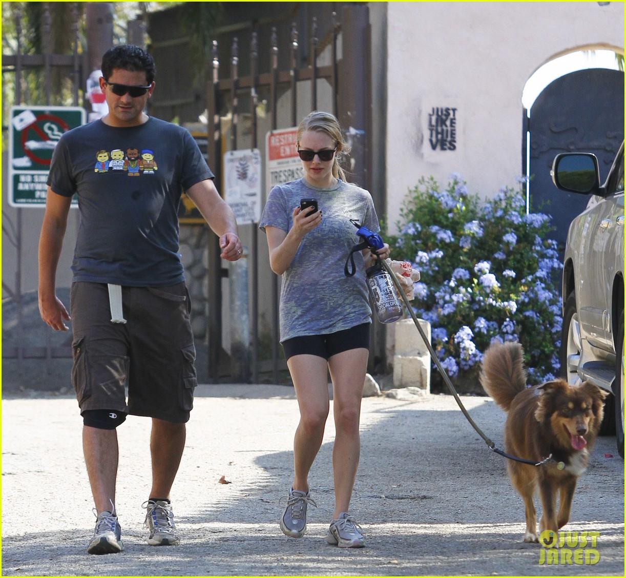 amanda seyfried dog walk friend 182594345