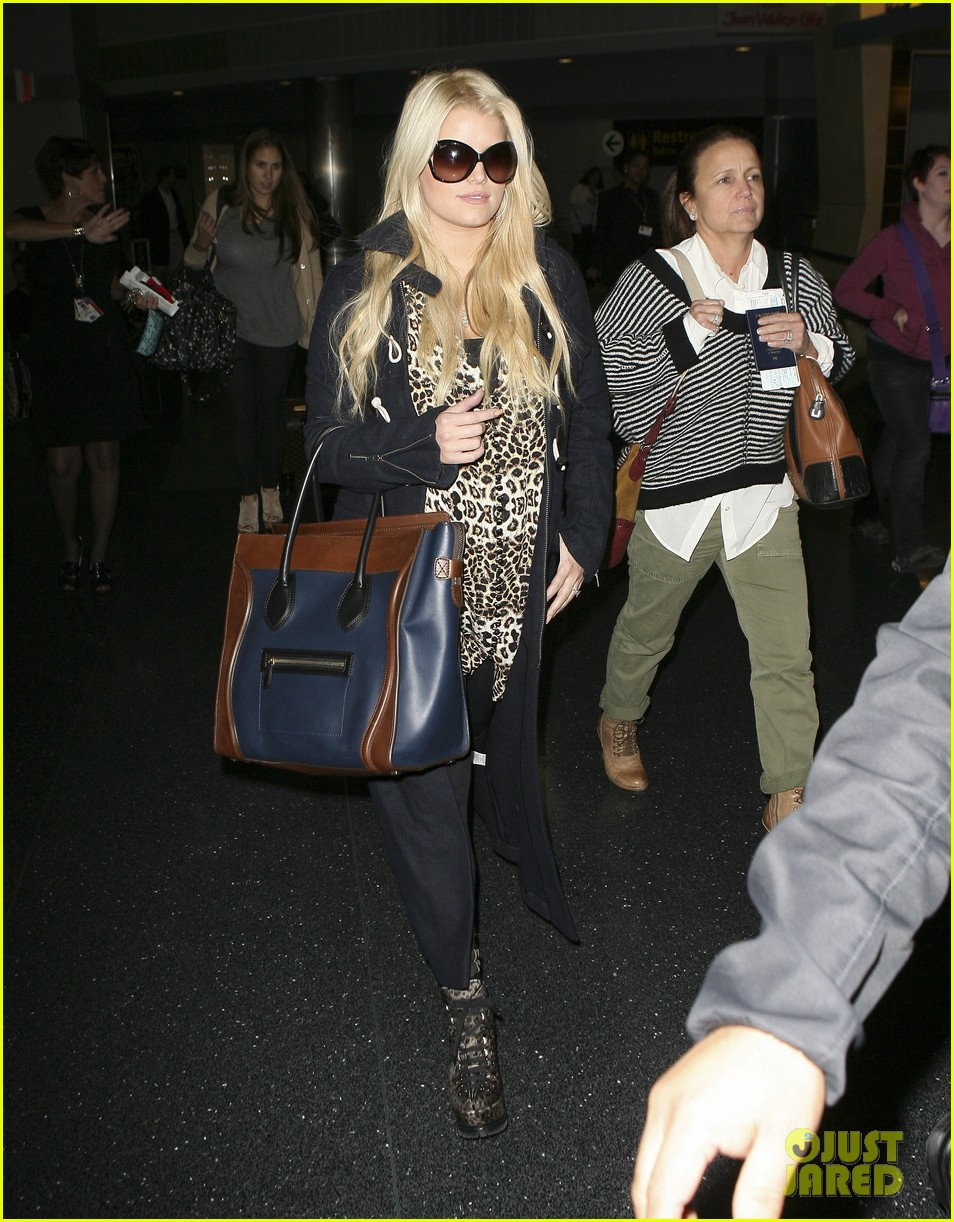jessica simpson jfk mom 072594870