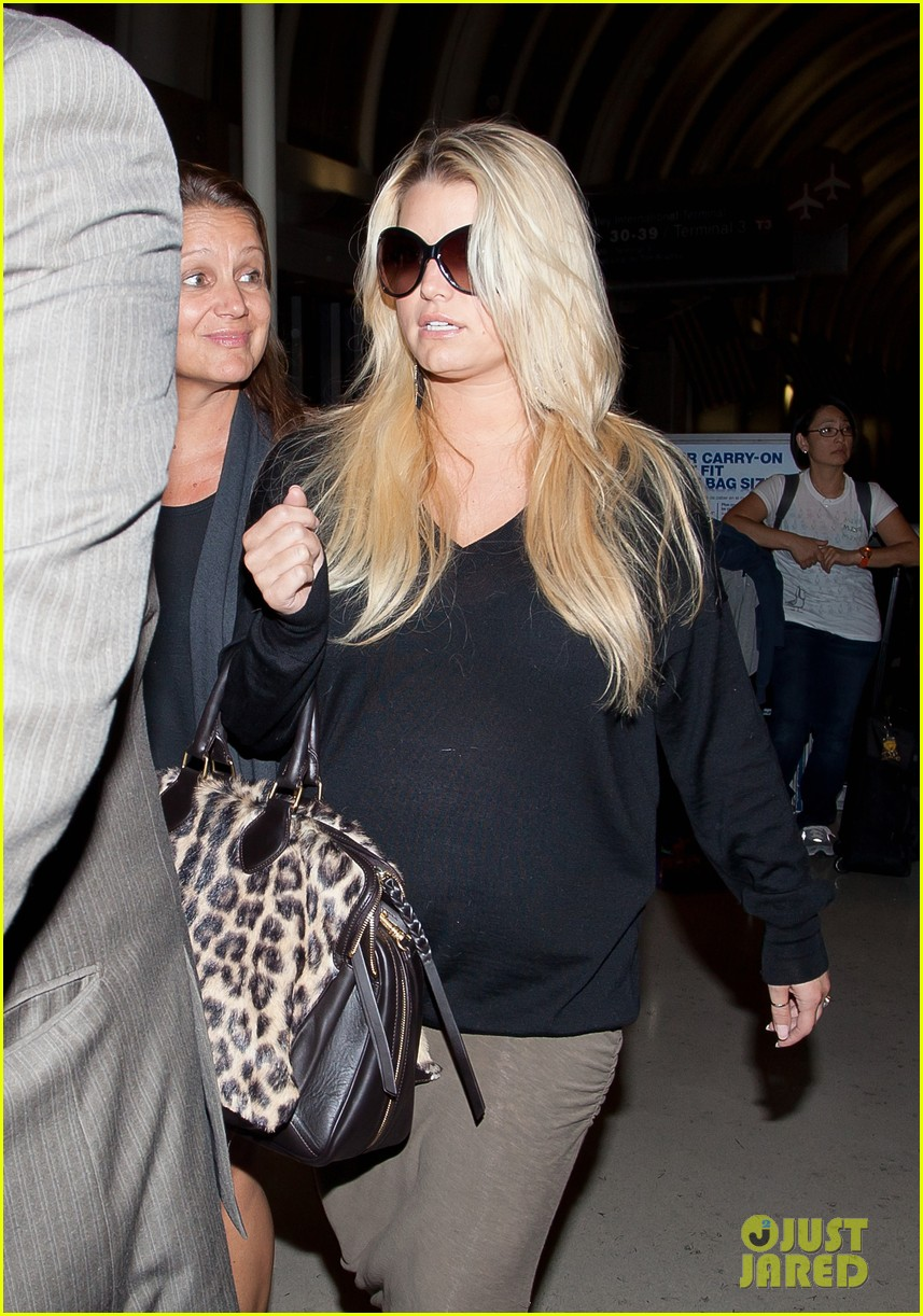 jessica simpson lax airport 01