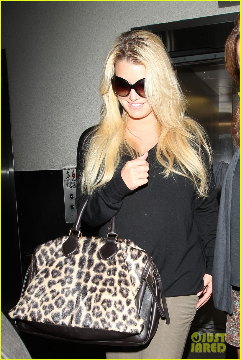 jessica simpson lax airport 032588647