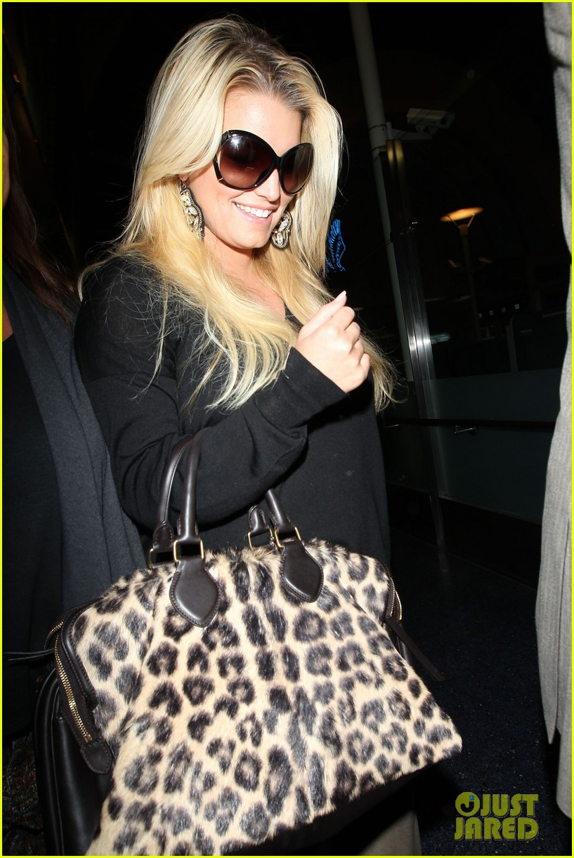 jessica simpson lax airport 052588649