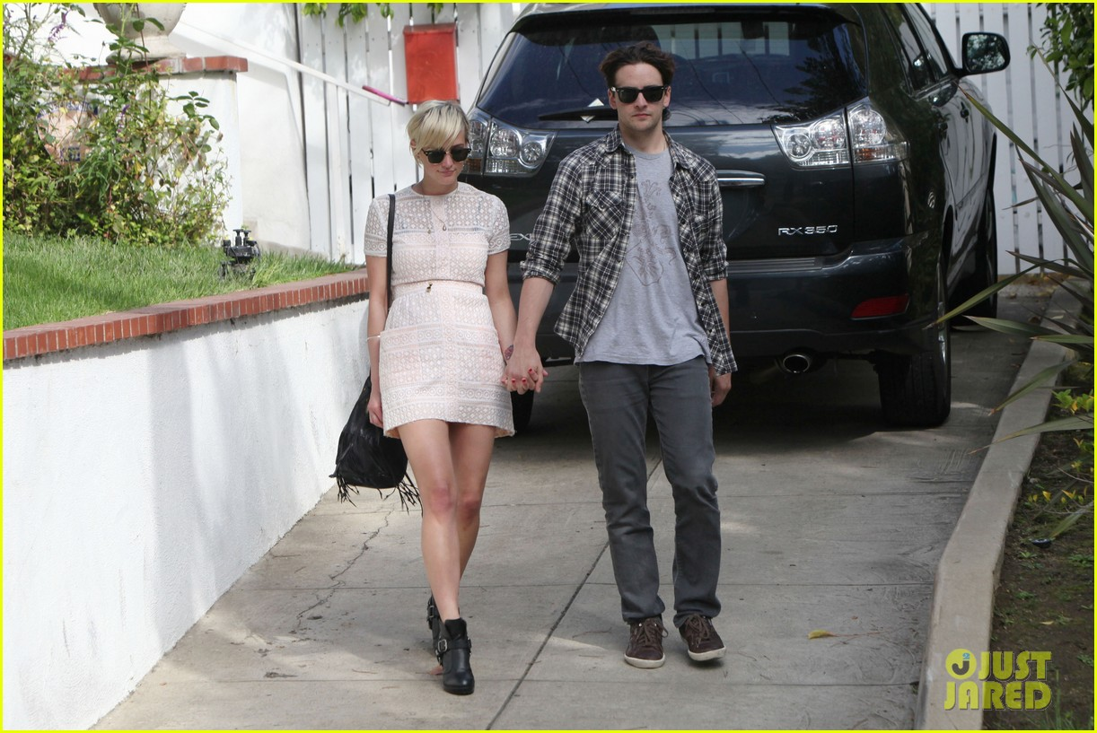 ashlee simpson vincent piazza holding hands 022586712