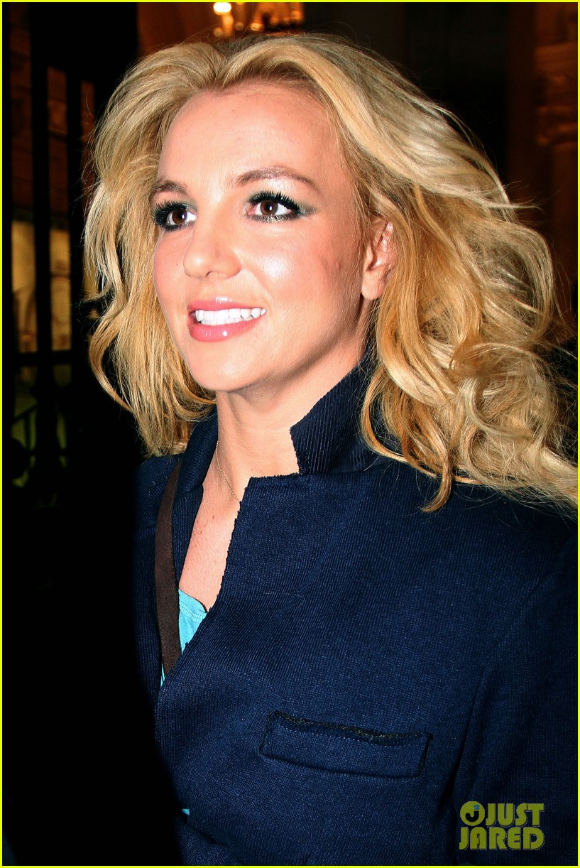 britney spears leaves paris hotel 03
