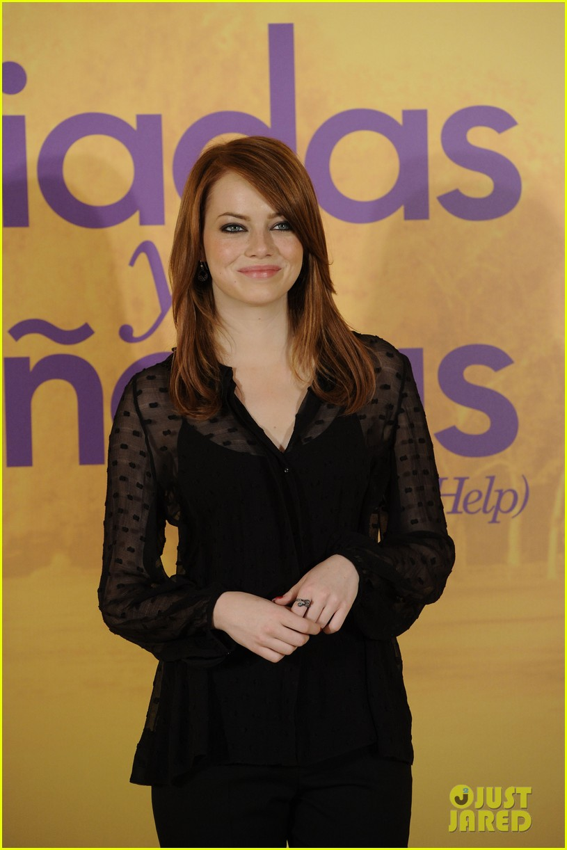 emma stone help photo call madrid 15