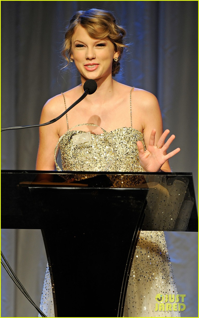taylor swift nashville songwriters hall of fame honoree 02