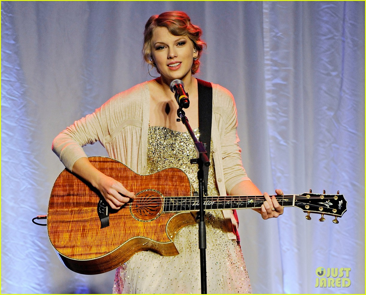 taylor swift nashville songwriters hall of fame honoree 042590727