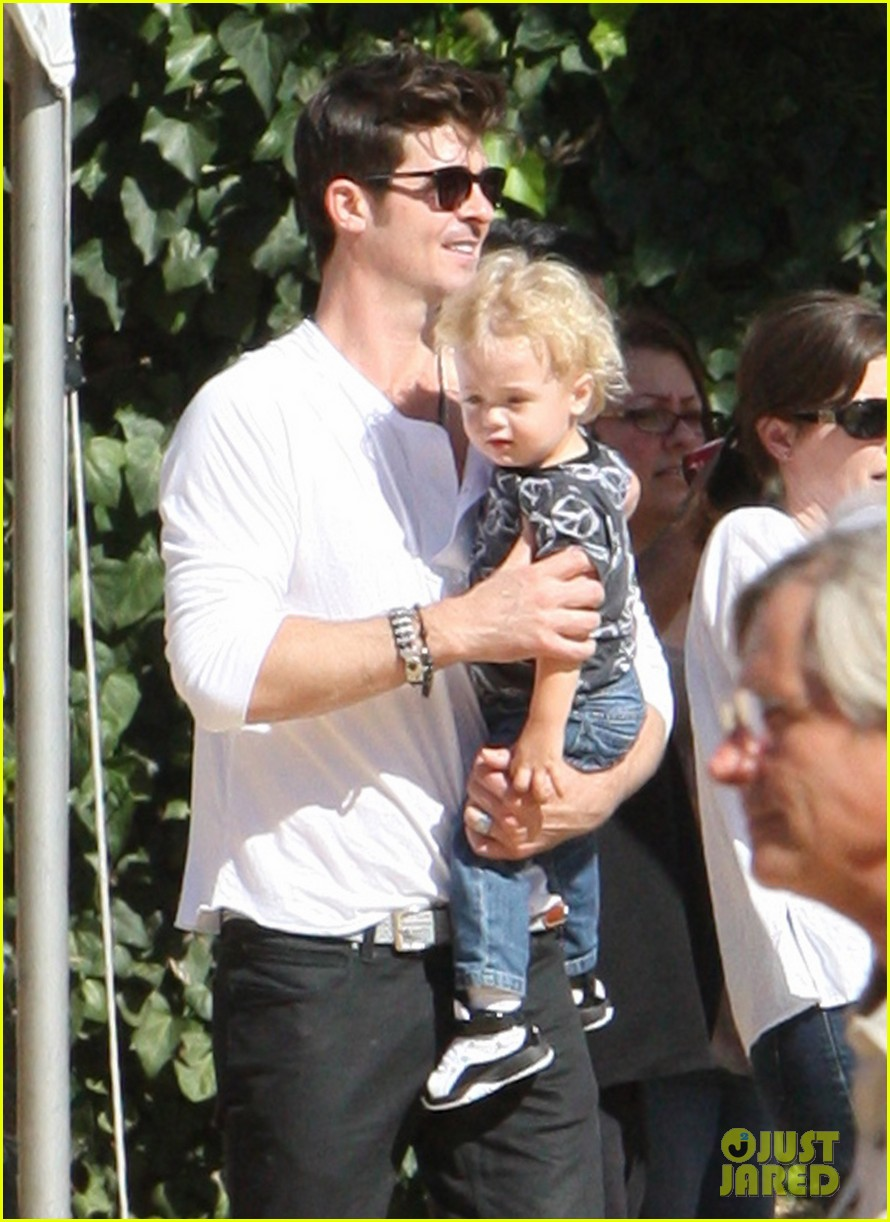robin thicke paula patton pumpkin patch with julian 032588449