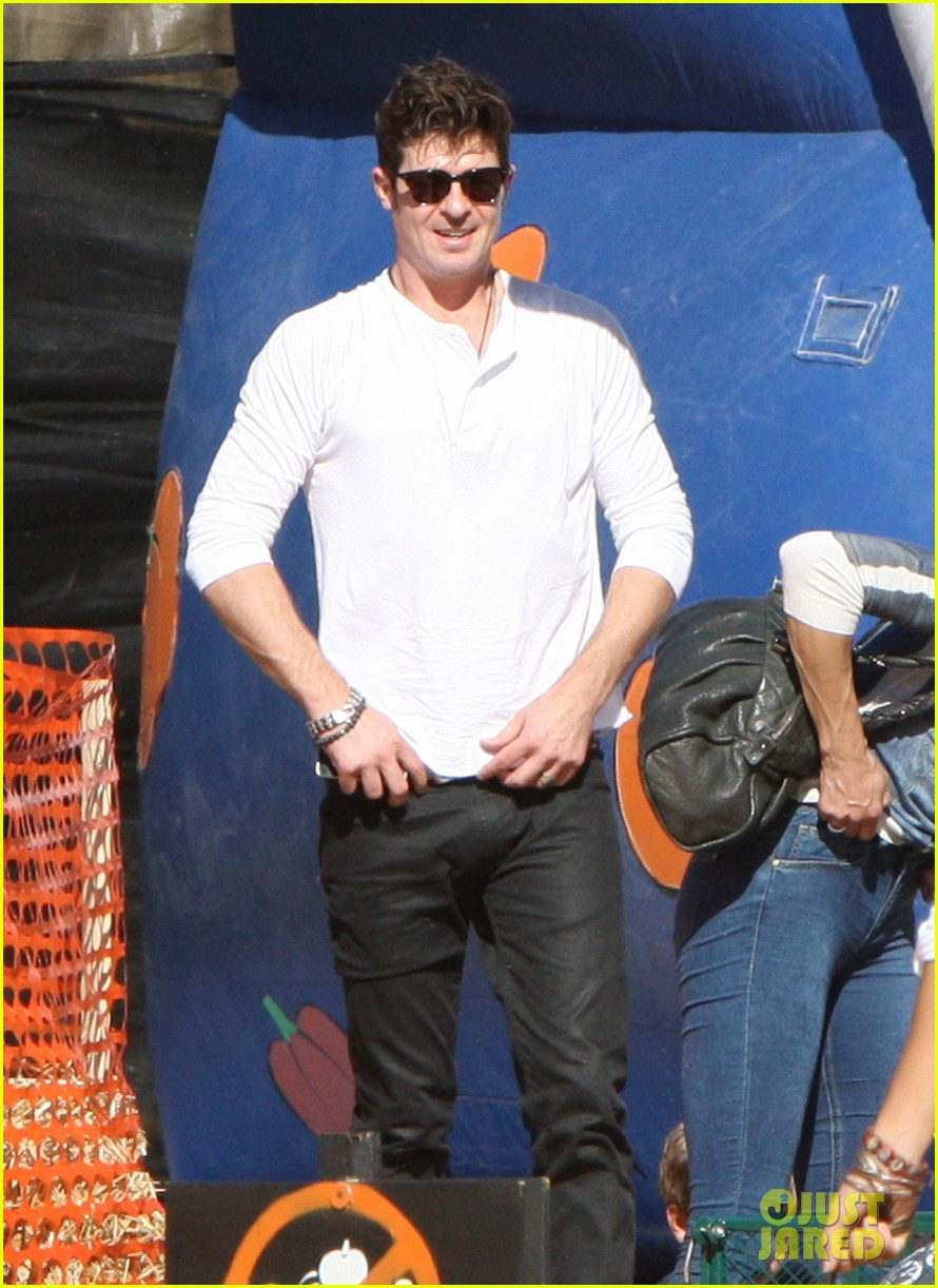 robin thicke paula patton pumpkin patch with julian 082588454