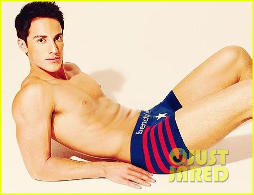 michael trevino shirtless underwear 042595577