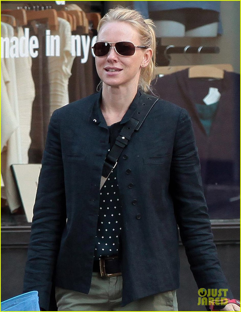 naomi watts shopping with samuel 06