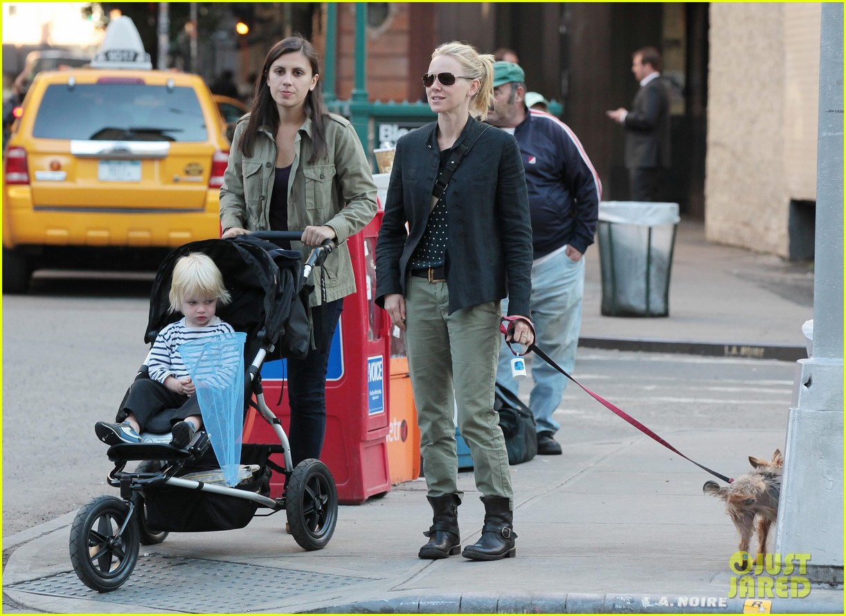 naomi watts shopping with samuel 08