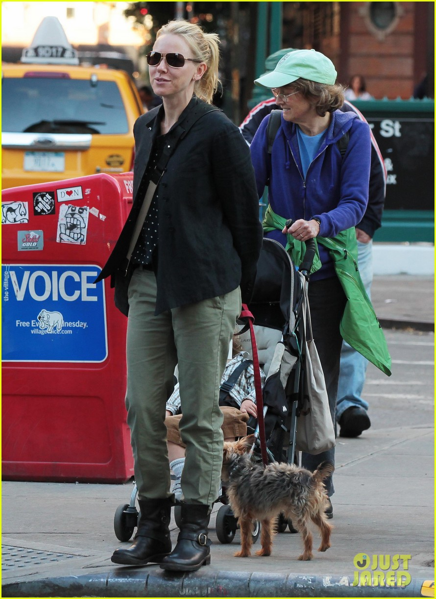 naomi watts shopping with samuel 10