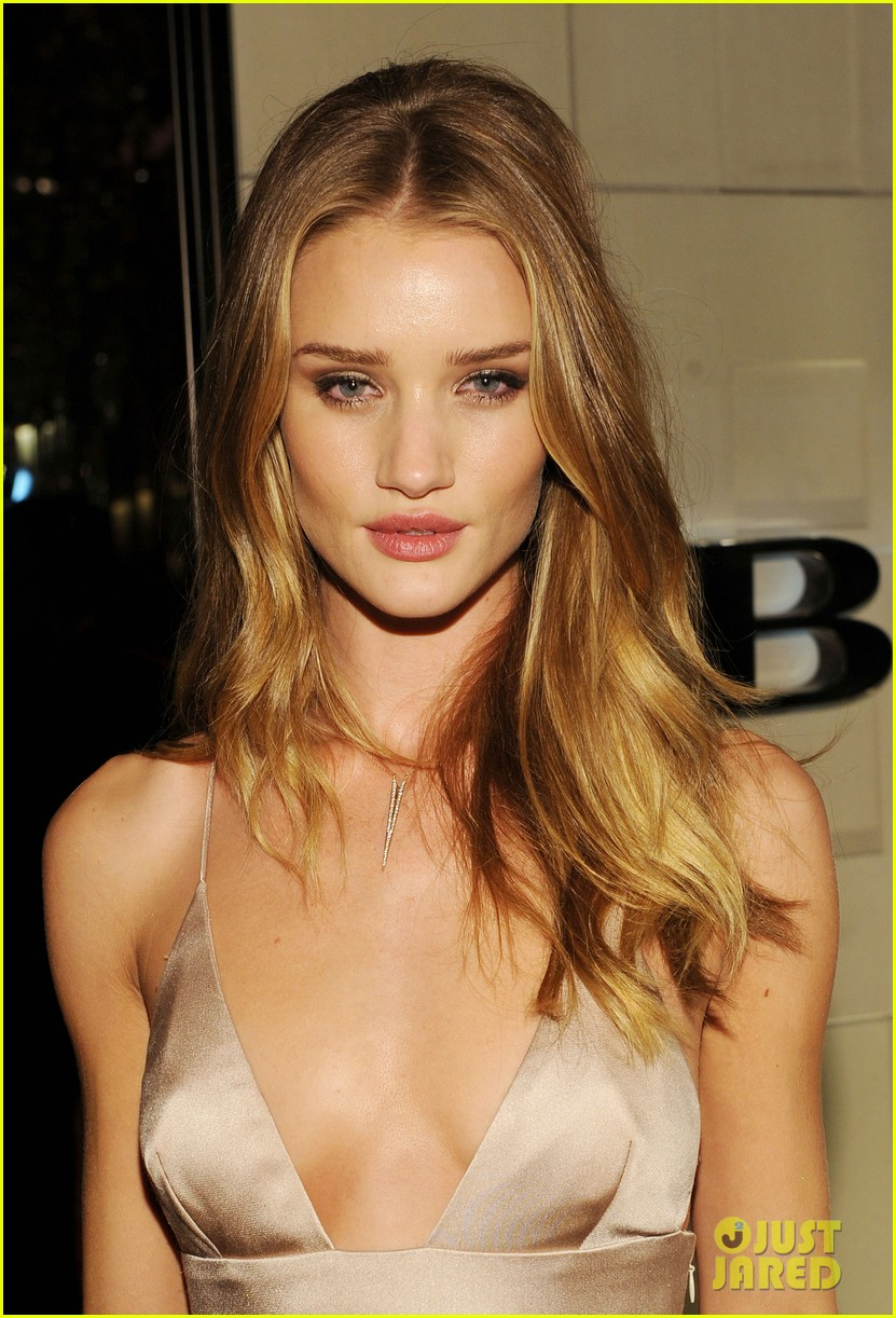 rosie huntington whiteley burberry body 02