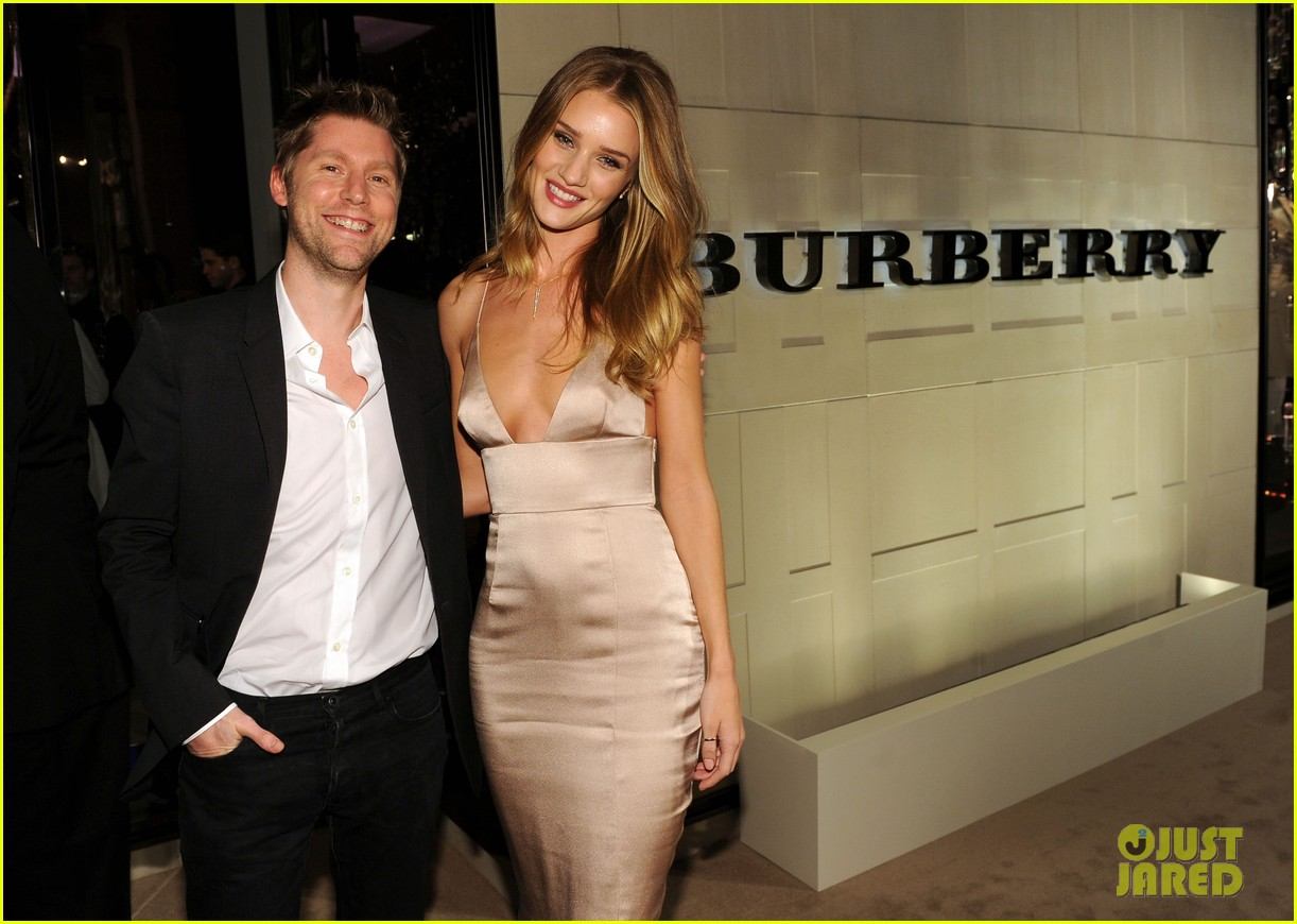 rosie huntington whiteley burberry body 062594050