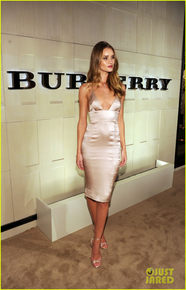 rosie huntington whiteley burberry body 142594058