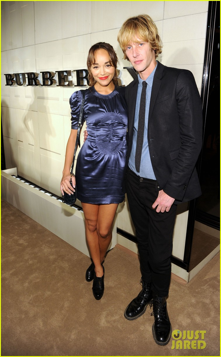 serena williams ashley madekwe burberry body bash 022594124