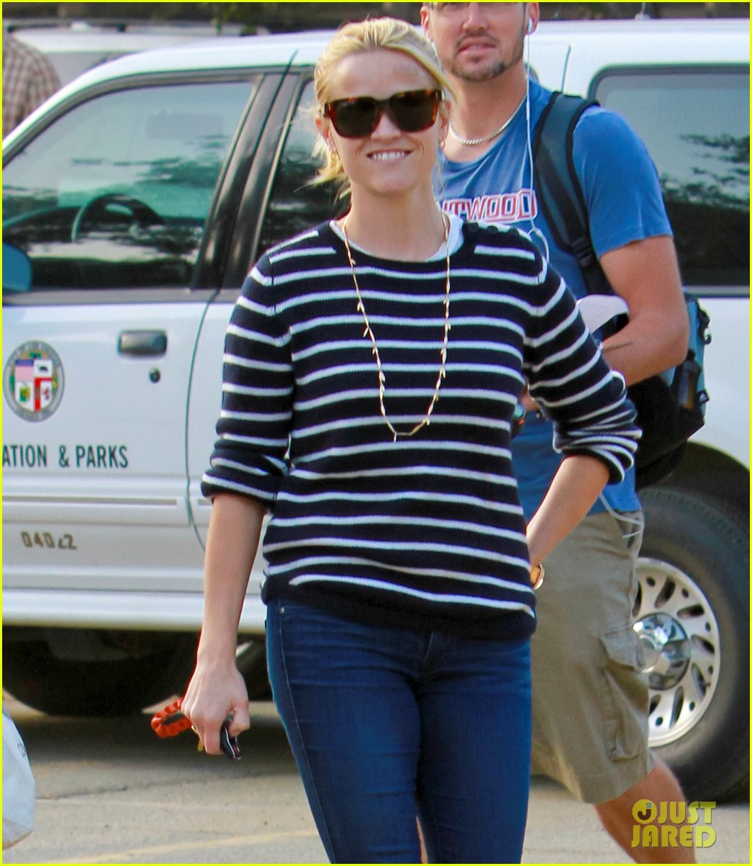 reese witherspoon ava griffith park 022591612