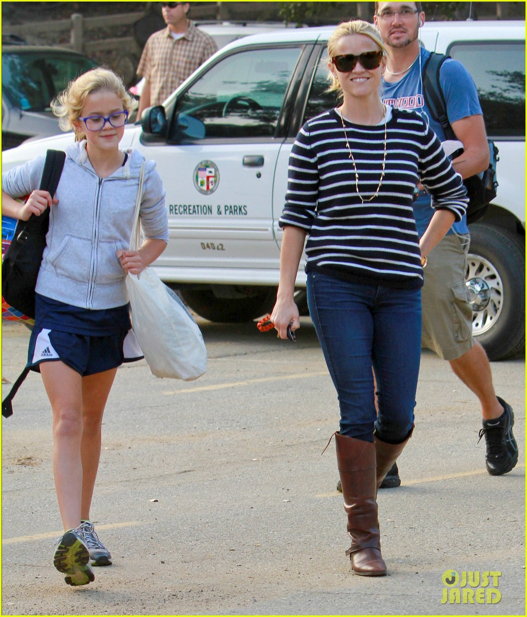 reese witherspoon ava griffith park 032591613