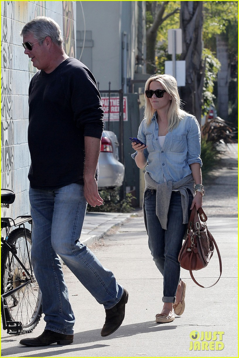 reese witherspoon out friend 072594863