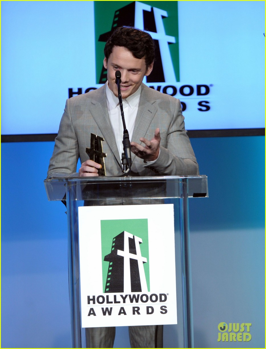 anton yelchin felicity jones hollywood film awards 2011 05