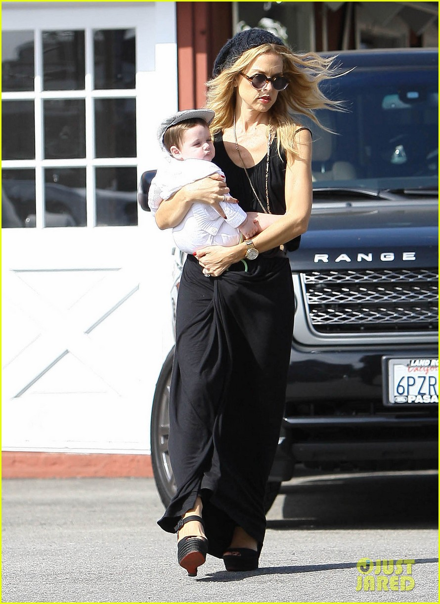 rachel zoe brentwood outing with baby skyler 012593036