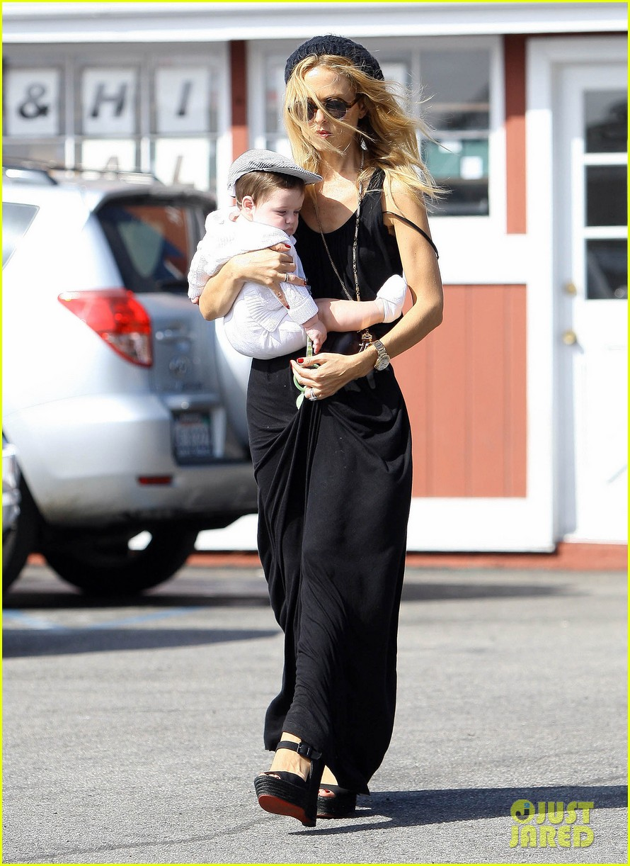 rachel zoe brentwood outing with baby skyler 022593037