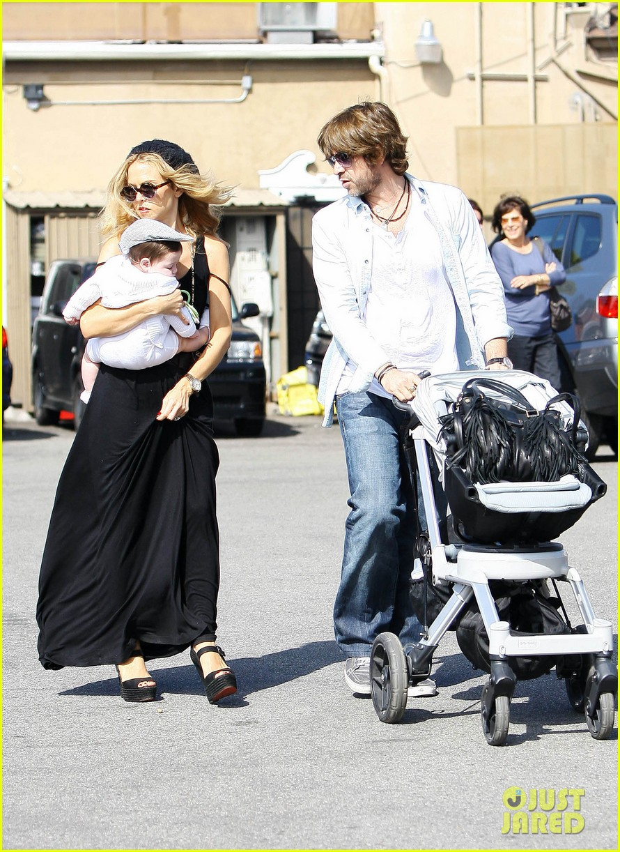 rachel zoe brentwood outing with baby skyler 032593038