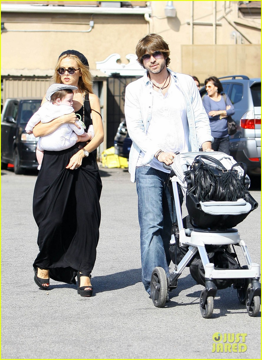rachel zoe brentwood outing with baby skyler 042593039