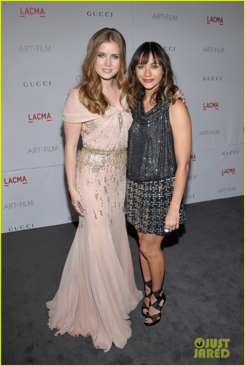 amy adams lacma gala with rashida jones 04